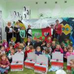 Dzieci poznały historię zielonych przybyszów którzy odwiedzili… Antarktydę