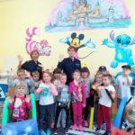 Policjanci odwiedzili uczniów i przedszkolaków