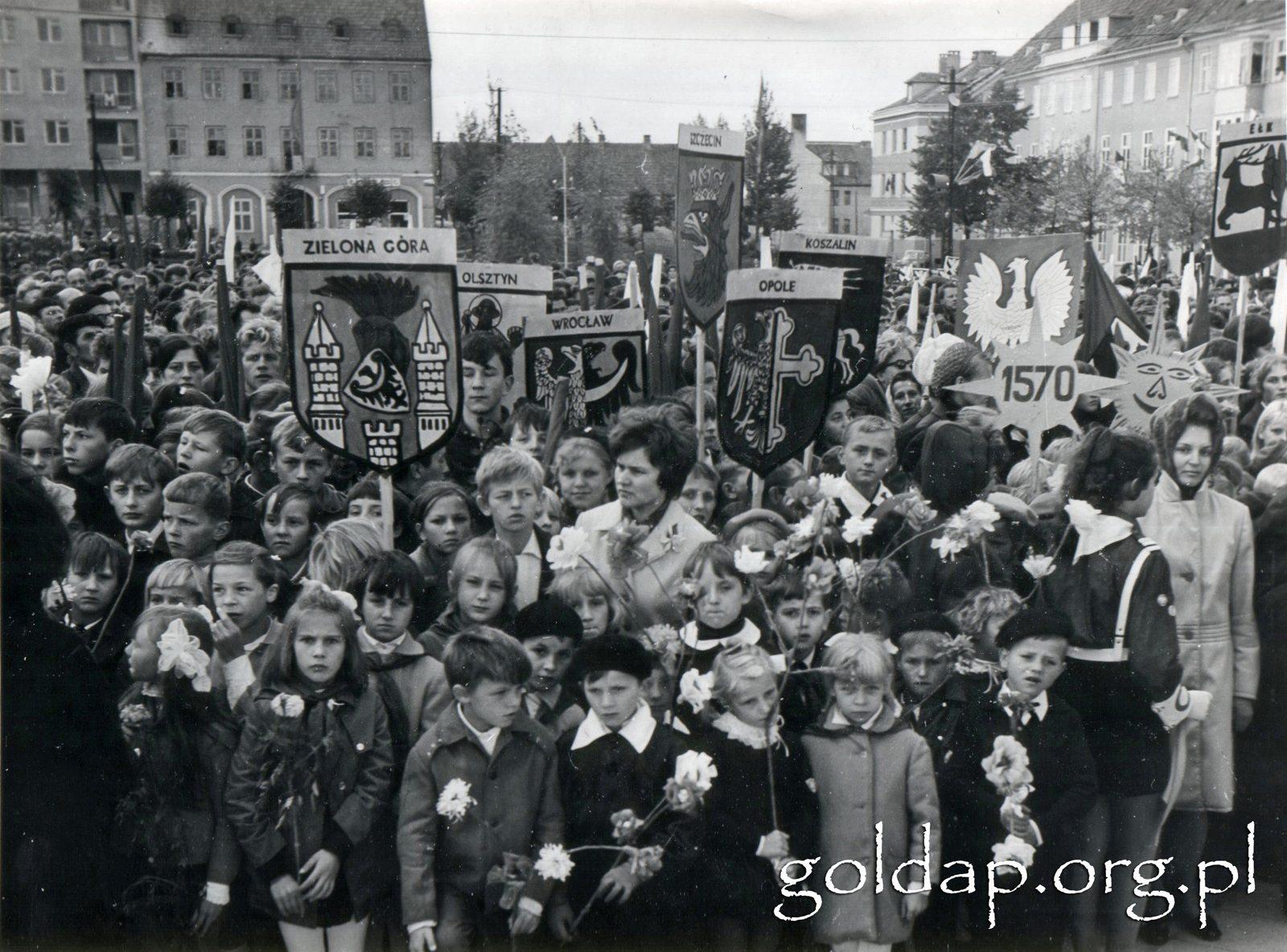 Gołdap plac pomnik II 1970_1
