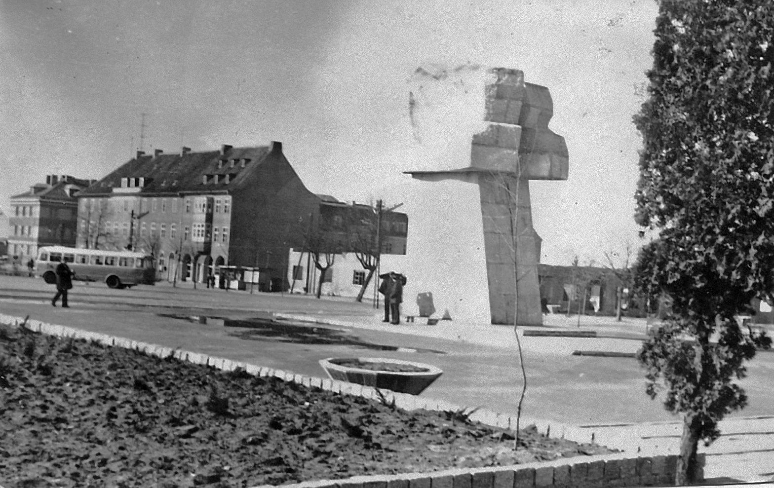 plac i pomnik