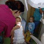 """""""Zadbaj o ładny uśmiech"""" – przedszkolaki z wizytą u stomatologa"""