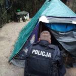Zdążyć z pomocą – policjanci kontrolują miejsca, w których przebywają bezdomni