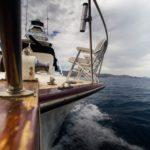 Jakie elementy odzieży żeglarskiej są niezbędne?