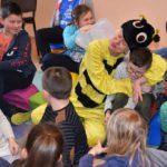 Aktorzy potrafili wejść w świetną interakcję z dziećmi