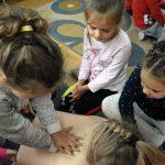 Dzieci i rodzice zgłębili wiedzę, dotyczącą pierwszej pomocy
