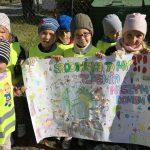 """""""Sprzątamy nasz świat – to już tradycja!"""" – deklarują uczniowie Szkoły Podstawowej w Grabowie"""