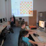 Nauka gry w szachy w bibliotece