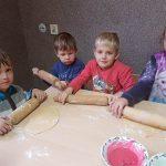 Świąteczne pieczenie ciasteczek w przedszkolu i zerówce w Boćwince
