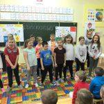Uczniowie SP 5 zaprezentowali przedstawienie zaproszonym dzieciom