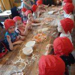Żółwiki na zajęciach kulinarnych w restauracji