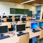 Nowoczesna sala komputerowa dla szkół w formie pracowni terminalowej