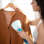 Wszystko, co musisz wiedzieć o prasowaniu ubrań parą